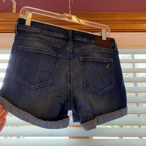 DL1961 Karlie Boyfriend Webster Shorts Size 26